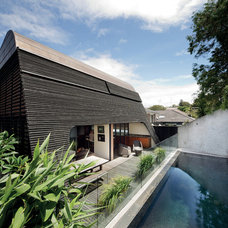 Contemporary Pool by Dale Jones-Evans Pty Ltd Architecture