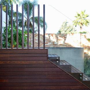 Foto di una piccola piscina fuori terra moderna rotonda dietro casa con paesaggistica bordo piscina e pedane