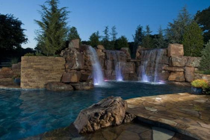 Rustic Pool by CAVINESS LANDSCAPE DESIGN, INC.