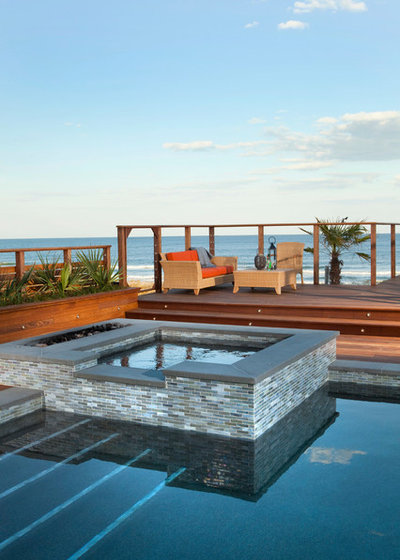 Contemporary Pools & Hot Tubs by AquaShapes