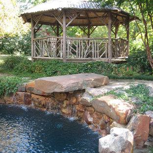 Foto de piscina natural, ecléctica, redondeada