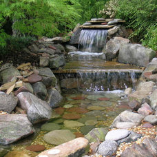 Traditional Landscape by Legacy Landscapes, Inc.