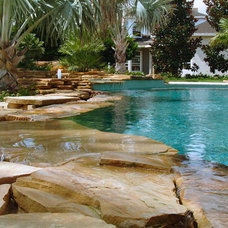 Transitional Pool by Ryan Hughes Design/Build