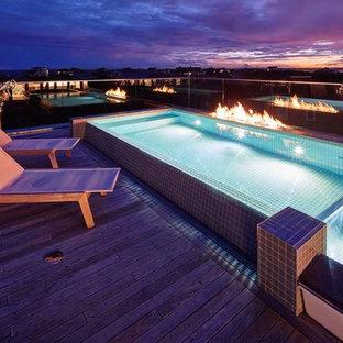 Foto di una piscina fuori terra stile marinaro rettangolare sul tetto con pedane