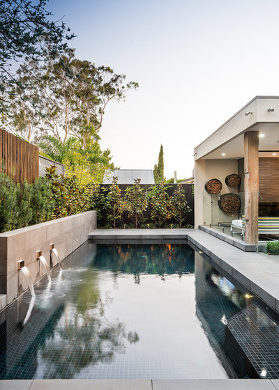 Contemporary Pool by Kube Constructions