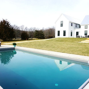 Inspiration for a scandinavian pool in Indianapolis.
