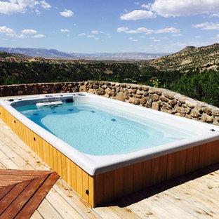 Aménagement d'une piscine sud-ouest américain de taille moyenne et rectangle.