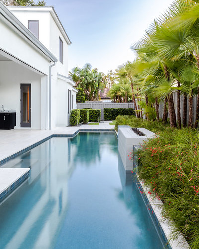 Contemporary Pool by Signature Landscape Contractors, LLC.