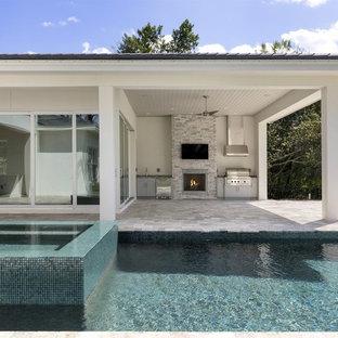 Modelo de piscinas y jacuzzis elevados, tradicionales renovados, de tamaño medio, rectangulares, en patio trasero