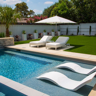 Inspiration for a mid-sized modern backyard rectangular hot tub remodel in Dallas