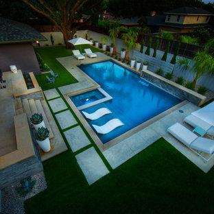 Diseño de piscinas y jacuzzis minimalistas, de tamaño medio, rectangulares, en patio trasero
