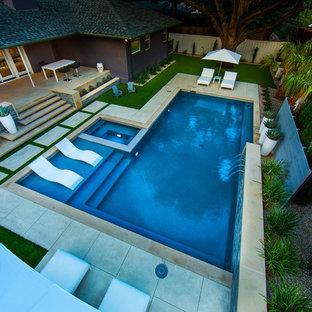 Ejemplo de piscinas y jacuzzis modernos, de tamaño medio, rectangulares, en patio trasero