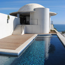 Contemporary Pool by geoffsumichdesign