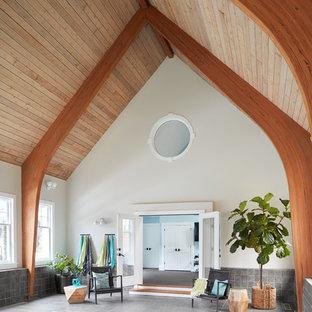 Foto di una piscina coperta stile marinaro rettangolare con piastrelle
