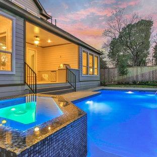 Diseño de piscinas y jacuzzis naturales, clásicos renovados, de tamaño medio, rectangulares, en patio trasero, con adoquines de hormigón