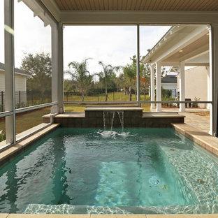 Ejemplo de piscinas y jacuzzis elevados, de estilo americano, pequeños, rectangulares, en patio trasero, con adoquines de ladrillo