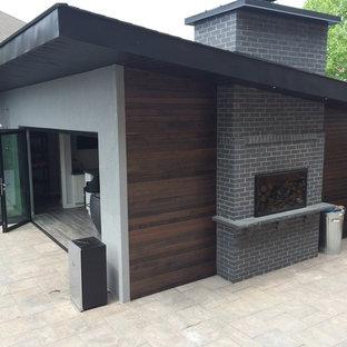 Diseño de casa de la piscina y piscina retro en patio trasero