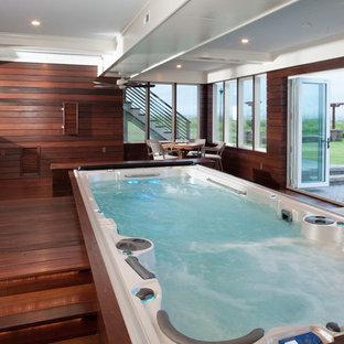 Ispirazione per una piccola piscina monocorsia stile marinaro rettangolare con una dépendance a bordo piscina e pedane