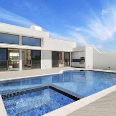 Modern Pool by Joseph T. Deppe, Architect, P.C.