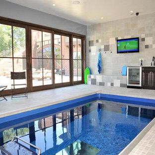 デンバーのトラディショナルスタイルのおしゃれな屋内プールの写真