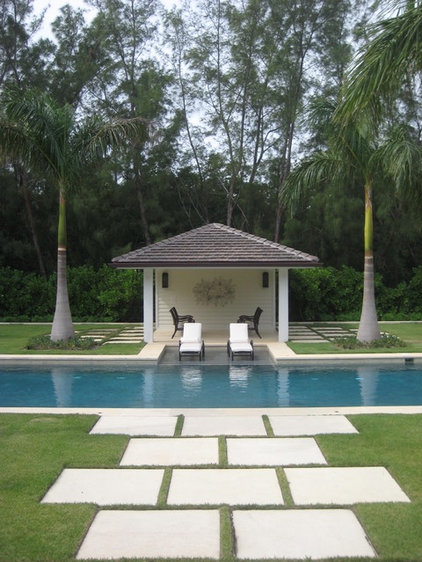 Traditional Pool by Bell Landscape Architecture Inc.