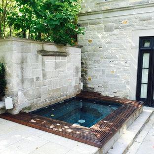Diseño de casa de la piscina y piscina minimalista, grande, rectangular, en patio trasero, con adoquines de hormigón