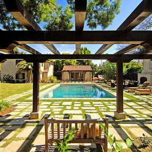 Стильный дизайн: прямоугольный бассейн в средиземноморском стиле - последний тренд