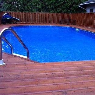 Idée de décoration pour une piscine tradition.