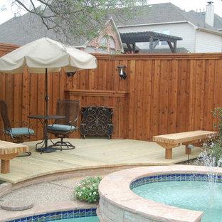 Imagen de piscinas y jacuzzis de tamaño medio, en patio trasero, con granito descompuesto