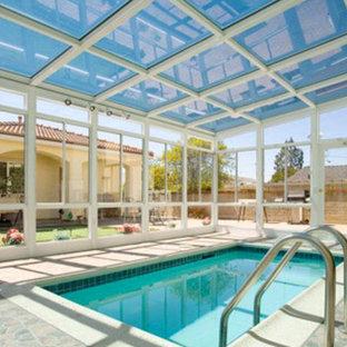 Imagen de piscina clásica, de tamaño medio, rectangular y interior, con adoquines de hormigón