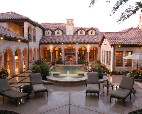 Spanish courtyards homes home design ideas pictures for Homes with courtyards in the center