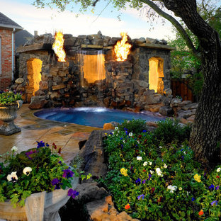 Design ideas for a world-inspired round swimming pool in Dallas.