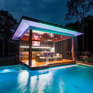Ispirazione per una piscina minimal con una dépendance a bordo piscina