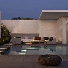 Modern  by Laidlaw Schultz architects