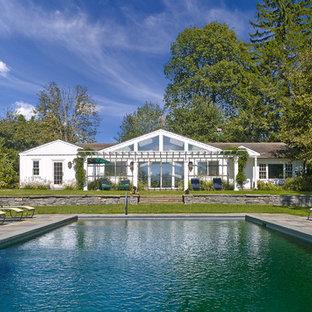 ウィルミントンの長方形カントリー風おしゃれな裏庭プールの写真