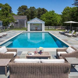 Foto de piscina alargada, clásica, grande, rectangular, en patio trasero, con adoquines de hormigón