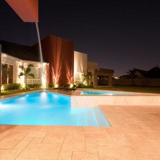Modelo de piscina con fuente contemporánea, de tamaño medio, a medida, en patio
