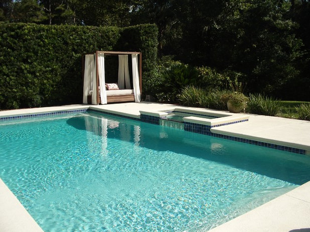 How to pick an outdoor bed that rises and shines for Pool design by laly llc