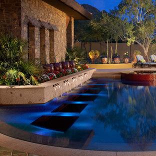 Inspiration pour une piscine sud-ouest américain sur mesure avec un point d'eau.