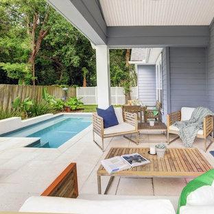 Immagine di una piccola piscina contemporanea personalizzata dietro casa con pavimentazioni in cemento