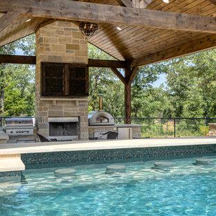 Mittelgroßes Klassisches Pool im Vorgarten in rechteckiger Form mit Betonplatten in Dallas