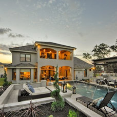 Contemporary Pool by Dy Lynne Décor, Inc.