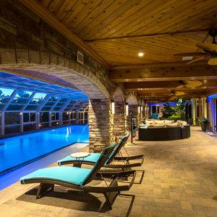 Modelo de piscina alargada, bohemia, extra grande, rectangular y interior, con adoquines de hormigón