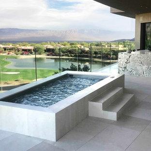 Imagen de piscinas y jacuzzis elevados, actuales, de tamaño medio, rectangulares, en azotea, con suelo de baldosas