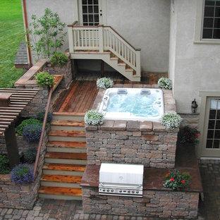 Foto de piscinas y jacuzzis elevados, clásicos, rectangulares, en patio, con entablado