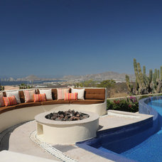 Mediterranean Pool by Deco Diseño Interior