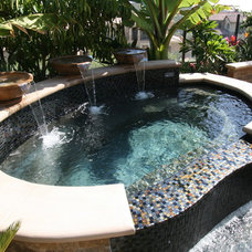 Contemporary Pool by XS Studio by Oceanside Glasstile