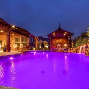 Example of a mountain style pool design in Dallas