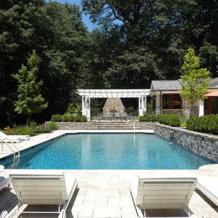 Diseño de piscinas y jacuzzis alargados, de estilo americano, grandes, rectangulares, en patio trasero, con adoquines de piedra natural