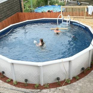 Ejemplo de piscina elevada, clásica, de tamaño medio, en patio trasero